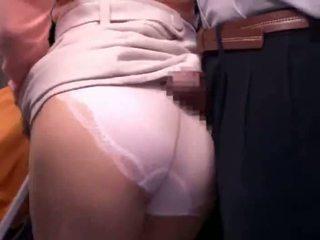 Молодий мати reluctant публічний автобус оргазм