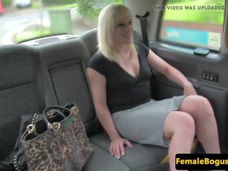 la nudité publique, female fake taxi