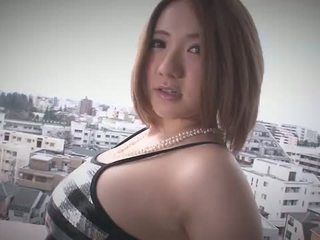 Alice ozawa gives a japonija čiulpimas ir fucks two guys