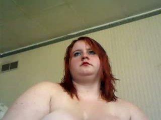 Roodharige vet tiener met groot tieten masturberen met dildo