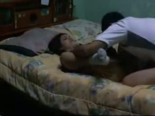 Sexy bruna fucks suo bf in suo dormitorio