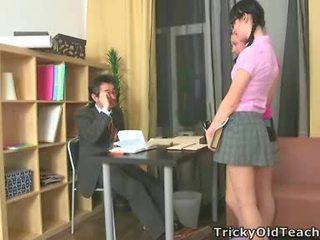Seksualu damos šūdas jų seniai mokytojas.