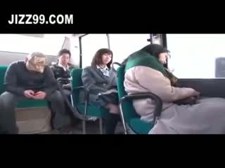 Kyut daugh ter fucked by bus geek nearby mo ther