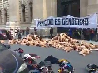 Naakt vrouwen protest in argentina -colour versie: porno 01