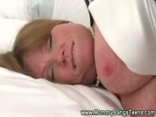 Milf gets pussysucked door chick chick