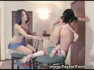 Taylor tweelingen schoolgirls