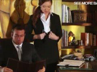 Slutty sekretärin maddy oreilly glamcore szene auf die tisch