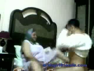 Geil arab koppel betrapt neuken door spion in hotel kamer