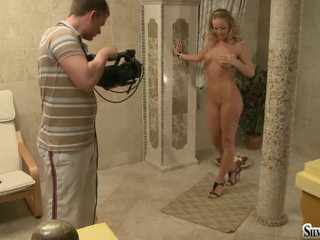 She Like To Sposing For Photographer Silvia Saint