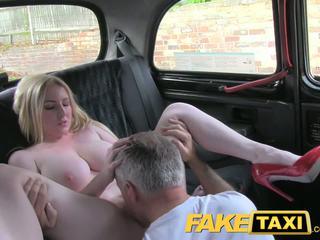 Faketaxi 金发 重磅炸弹 同 大 奶 gets 美丽 体内射精 在 taxi