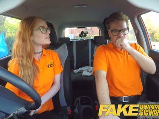 Fake driving escuela corrida interna en nerd ginger adolescente peluda