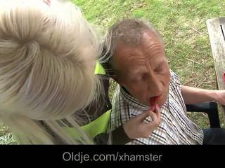 Bogati old man fukanje njegov veliko oprsje blondinke bejba
