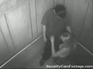 हॉर्नी कपल पर elevator सुरक्षा कॅम