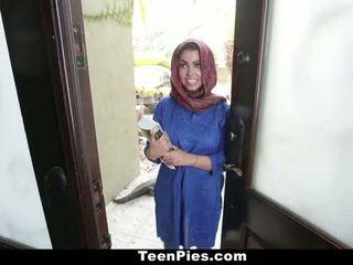 Teenpies - muslim fille praises ah-laong bite