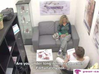 Czech MILF Linda Fisted