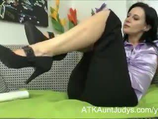 Bevállalós anyuka jana plays -val neki szőrös punci