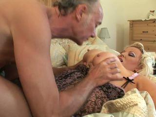 Napalone grubaska w jej seksowne bielizna gets humped przez starszych guy