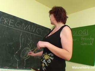 Estudiante fucks su mucho más viejo profesora