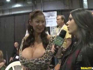 Chaud jeune filles avoir sexe en fitness center vidéos