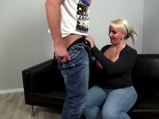 Läkkäämpi curvy äiti fucks nuori ei hänen poika: vapaa porno 92
