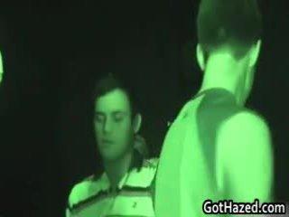 Recent heterosexual school- males krijgen homosexual hazing 111 door gothazed