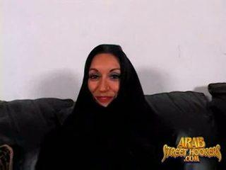 Arabic milf persia monir er sjenert til smash til gjøre en porno