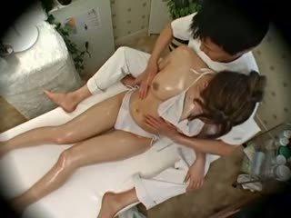 Spycam modă model seduced de masseur 1