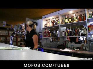 Incredibly karštas čekiškas blondinė yra paid į imti a seksas pertrauka į darbas