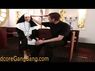 금발의 수녀 pounded 에 주신 제 활동