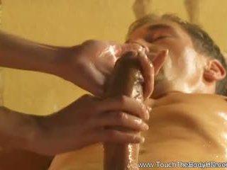 Mooi blondine milf massage