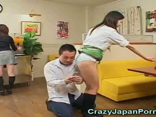 Loca porno con japonesa waitresses!