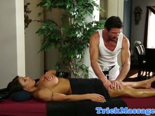 Bigtitted doğal memeler massaged ve seduced içine seks: ücretsiz porn 1b