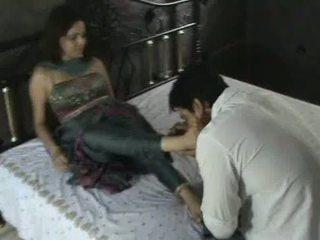 Hinduskie modelka w churidar stopa składanie hołdu