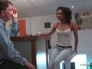 Zwart student diep anaal geneukt voor haar amateur frans casting