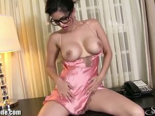 Sunny leone: حسي امرأة سمراء sunny leone wears جنسي الملابس الداخلية