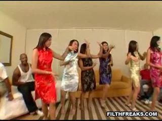 Aziāti ballīte 2 sekss video
