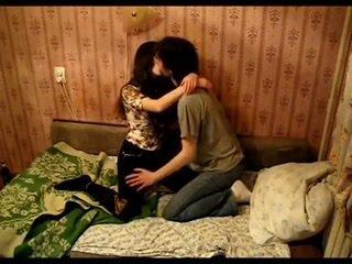 Asiática casal a beijar