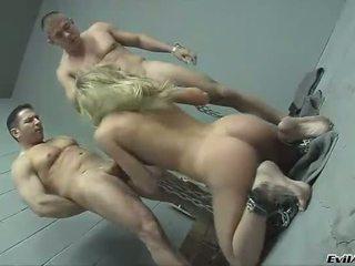 Prisoner brutally double anal gefickt
