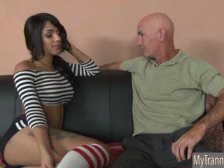 Mooi heet ts jane marie anaal pounded op een sofa