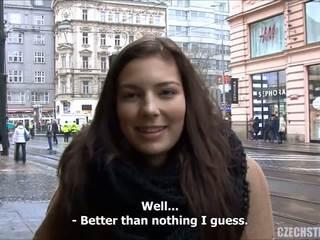 Impactante adolescente fucks para efectivo