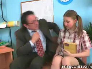 Irena was surprised dette henne lærer has slik den gigantisk pikk.