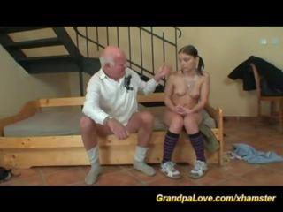 Jovem adolescentes primeiro sexo com um velho homem, porno dc