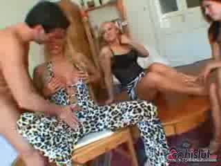 Claudio is treated naar een voet fest van voeten neuken plezier