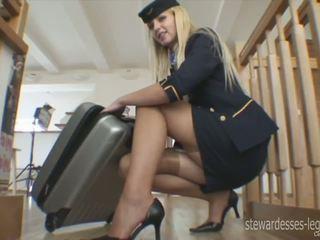 Leggy стюардеса erica