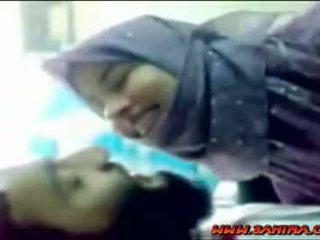 Manis hijab shows dia tubuh