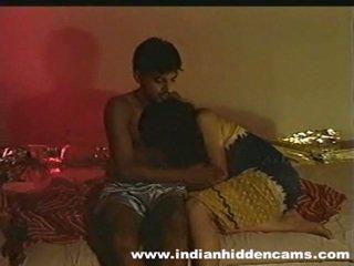 Getrouwd indisch pair zelfgemaakt making liefde privacy invaded door hiddencam