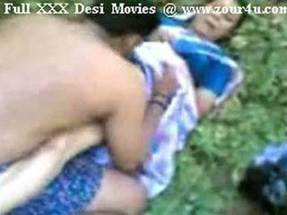 Индийски mallu aunty чукане на открито на picnic