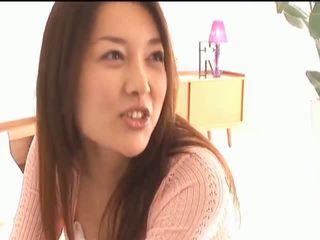 Mai uzukibusty asiática gaja gets mamilos licked e a beijar