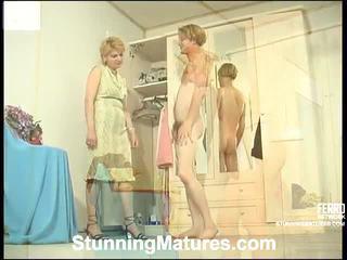 Christina と tobias 変態の ママ インサイド アクション