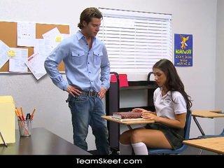 Innocenthigh високий школярка teenager scarlet banks класна кімната bumped